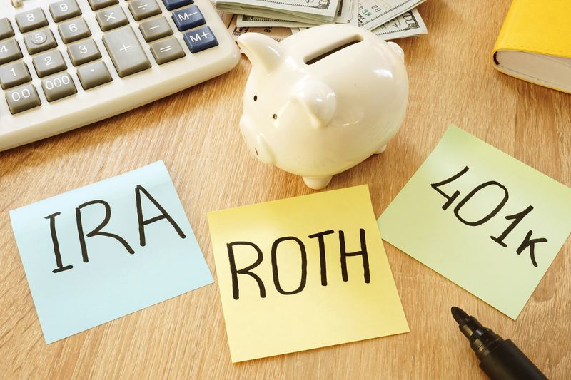 3 Post it Notes of IRA, ROTH, 401K